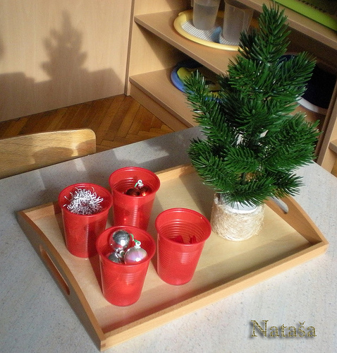 This looks so simple! Decorating Christmas Tree activity shared on ChristianMontessoriNetwork.com