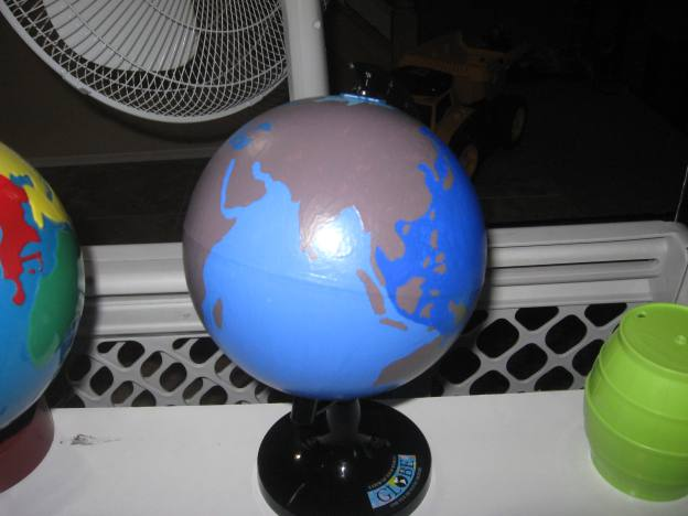 Montessori Inspired Kids Bible Activities - DIY oceans globe (pumpkins and me)